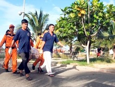 Clip hơn 100 người tìm kiếm nạn nhân vụ chìm tàu Hoàng Phúc 18