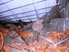 Clip hiện trường vụ sập nhà ở Bình Chánh làm một người chết