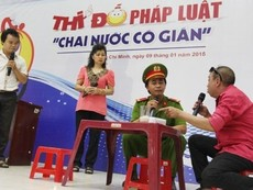 Clip cuộc thi 'Chai nước có gián' do báo Pháp Luật TP.HCM tổ chức