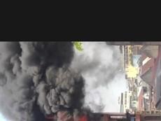 Hàng trăm chiến sĩ khống chế đám cháy gần chợ Kim Biên