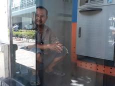 'Độc chiêu' trốn nắng của người dân TP.HCM