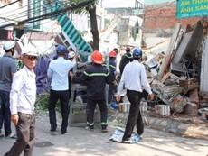 Clip: Sập nhà ở Bình Định, nghi nhiều người bị vùi lấp