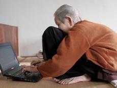 Clip: Cụ bà 97 tuổi sành sỏi Internet nhất Việt Nam