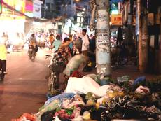 Clip: Người dân vô tư vứt rác ngay biển cấm đổ rác