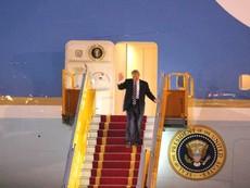 Lễ đón Tổng thống Donald Trump ở sân bay Nội Bài