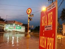 'Biệt đội' sửa xe ngập nước miễn phí ở TP.HCM