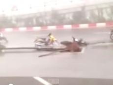 Video cơn giông kinh hoàng ở Hà Nội chiều ngày 13-6