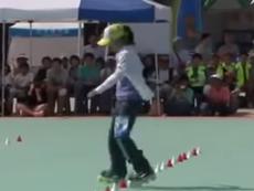 Clip cô gái biểu diễn trượt patin điêu luyện
