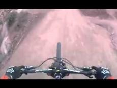 Clip: Thót tim với cuộc thi xe đạp địa hình quay bằng camera hành trình