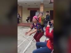 Cổ động viên bóng chuyền hài hước nhất Việt Nam