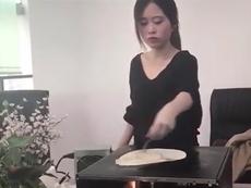 'Màn trình diễn nấu ăn siêu bá đạo của nữ IT'