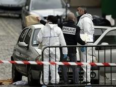 Tìm thấy chiếc xe hơi sử dụng trong vụ khủng bố Paris