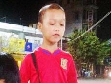 Người mẹ bán vé số tìm con trai mất tích bí ẩn