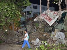 3 anh em thoát chết khi cây bồ đề đổ sập