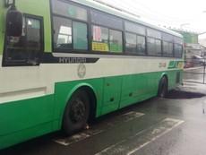 Xe buýt sụp 'hố tử thần' trên đường Nguyễn Ảnh Thủ