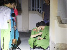 Thiếu nữ bị đâm gục bên lề đường ở TP.HCM