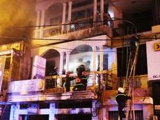 Giải cứu 6 người trong đám cháy căn nhà 3 tầng