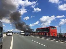 Xe khách cháy dữ dội trên cao tốc Trung Lương
