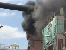 Cháy cạnh chợ Kim Biên: 3 quận phối hợp cứu hỏa