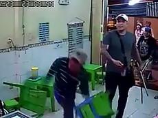 Nhóm người hung hãn đập phá quán kem ở quận 1