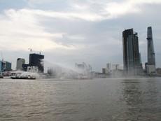 Cảnh sát PCCC cứu hộ 2 tàu va chạm trên sông Sài Gòn