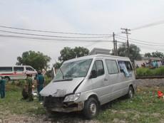 Tàu hỏa tông xe khách, 2 người tử vong tại chỗ