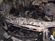 Hoảng vì ô tô đậu trong hầm chung cư bất ngờ bốc cháy