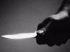 Chuẩn bị đến công an lấy lời khai, 1 cô gái bị đâm chết