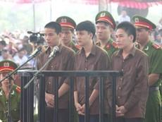 Chật kín người đến xem phiên xử vụ thảm sát Bình Phước