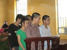 Phạt tù nặng nhóm cướp nhí giật hàng chục điện thoại trên đường