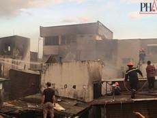 Cháy dữ dội hàng loạt căn nhà giữa trung tâm Sài Gòn