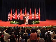 Ca sĩ Mỹ Linh hát Quốc ca trước Tổng thống Mỹ