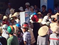 Một người đàn ông gục xuống tử vong trước cổng chợ
