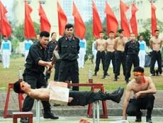 Clip: Cảnh sát đặc nhiệm phô diễn võ thuật, nội công