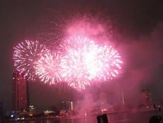 Clip: Những màn trình diễn pháo hoa đêm 30-4 ở Đà Nẵng