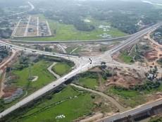 Cao tốc đầu tiên ở miền Trung nhìn từ trên cao