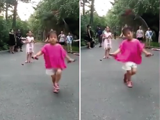 Ngỡ ngàng trước màn nhảy dây điêu luyện của bé gái