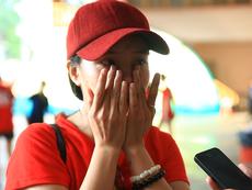 Cổ động viên Việt Nam khóc ngất sau trận thua Thái Lan