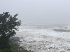Quảng Trị: Biển Cửa Tùng, gió lớn, sóng biển cao 5- 7 m