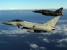 """Pháp dội 20 quả bom vào """"thủ phủ' của IS"""