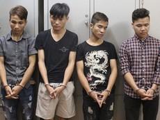 Bốn tên cướp bịt mặt xông vào biệt thự trói chủ nhà