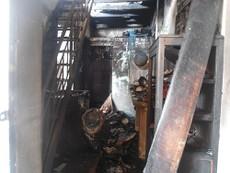Chủ đi vắng, căn nhà hai tầng cháy rụi