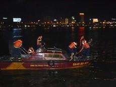 Chùm ảnh: Trắng đêm cứu hộ tàu bị chìm trên sông Hàn