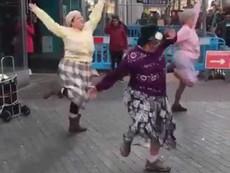 3 bà lão nhảy dance cực chất không thua gì giới trẻ