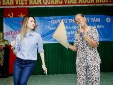 Mỹ Tâm nhường sân khấu cho cụ bà hát 'Tôi là tôi'
