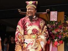 'Bao Thanh Thiên' tái xuất trên đường phố sau ca mổ