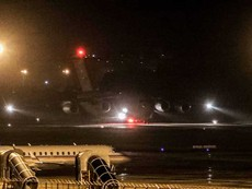 Máy bay C17 của Mỹ đáp xuống sân bay Đà Nẵng