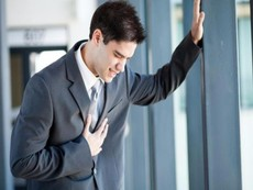 Lên cơn đau tim mà chỉ có một mình, phải làm sao?