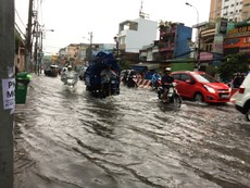 Dân Sài Gòn phải chịu nắng nóng tới hết tháng 5