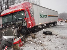 Xem lại video 37 vụ tai nạn xe tải gây shock